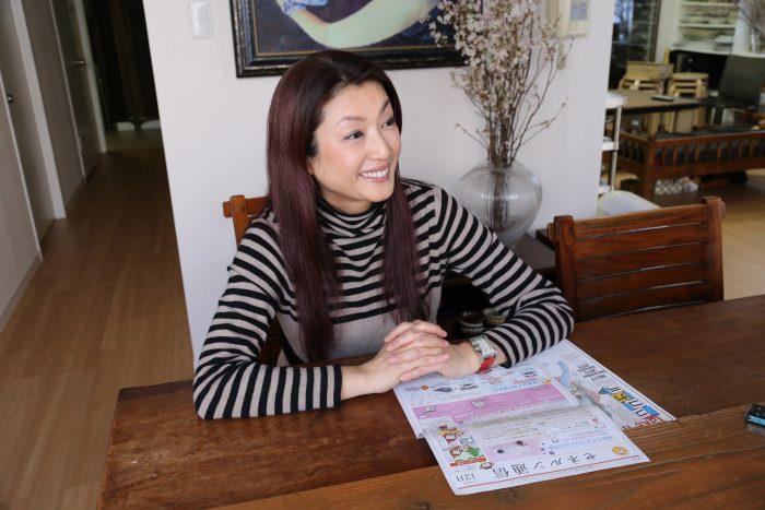 今回、インタビューにお答えいただいた、沢樹舞さん。 ご自宅を改装したキッチンスタジオには、早めの桜が綺麗に生けられていました。