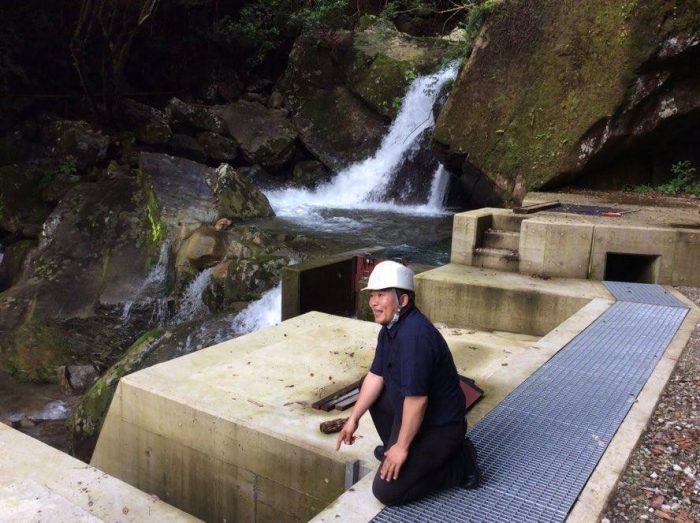 取水口。井堰を設けず。自然流入。毎日2回見回り。
