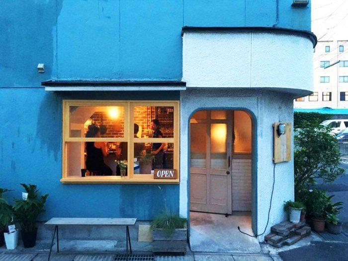 名山町の一角にある「HAY grill & coffee」。入り口の佇まいがかわいい。(photo by oggysonic)