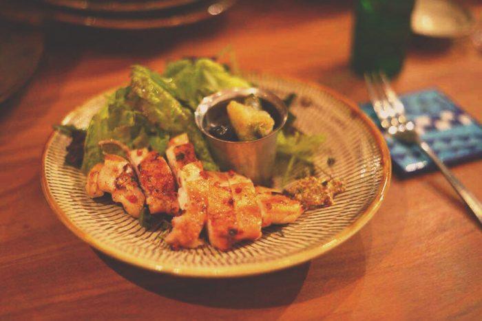「食材や味付けはお客さんの好みに合わせることもある」と真紀さん。(photo by oggysonic)