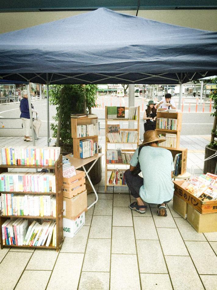屋内外、県内外問わず、出店販売もしているつばめ文庫。出店情報もぜひチェックして!