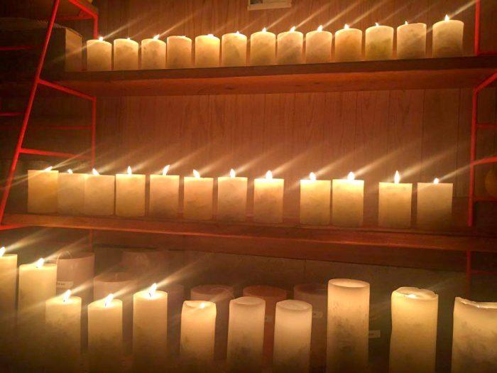 アトリエ内で灯された「Mountain High Candle」のキャンドル。(画像提供/Mountain High Candle)